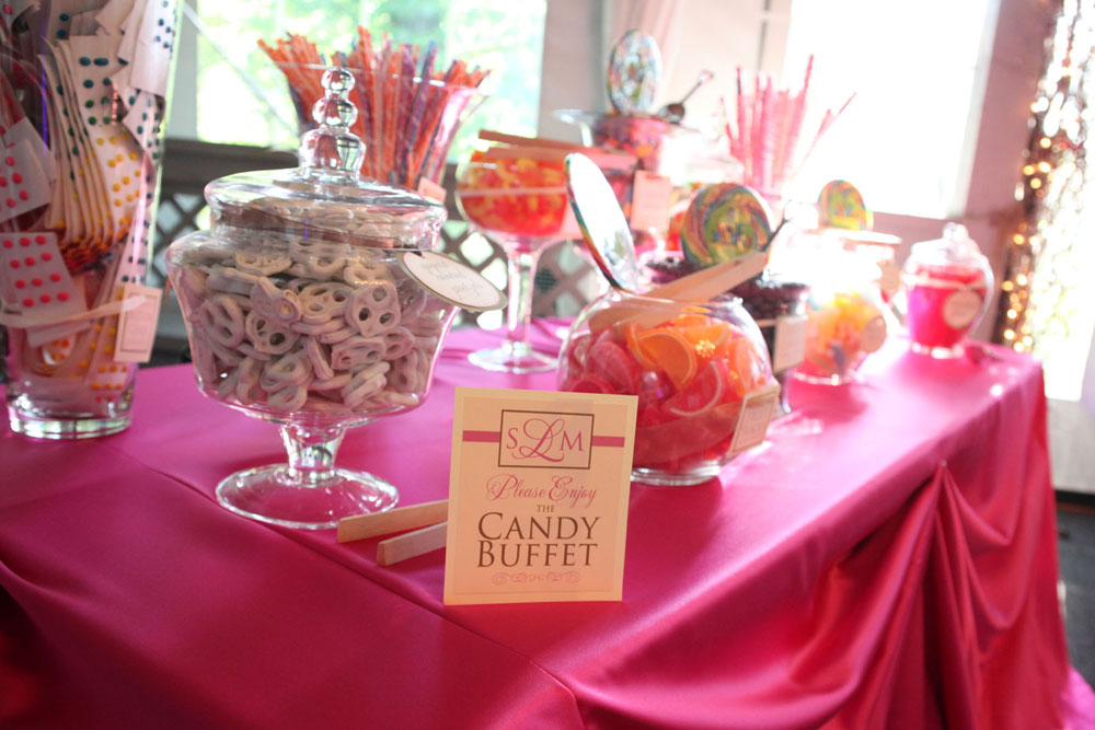 Candy Buffet -Source: weddingwindow.com